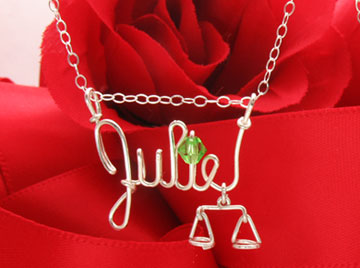 personalized name necklac in silver wire