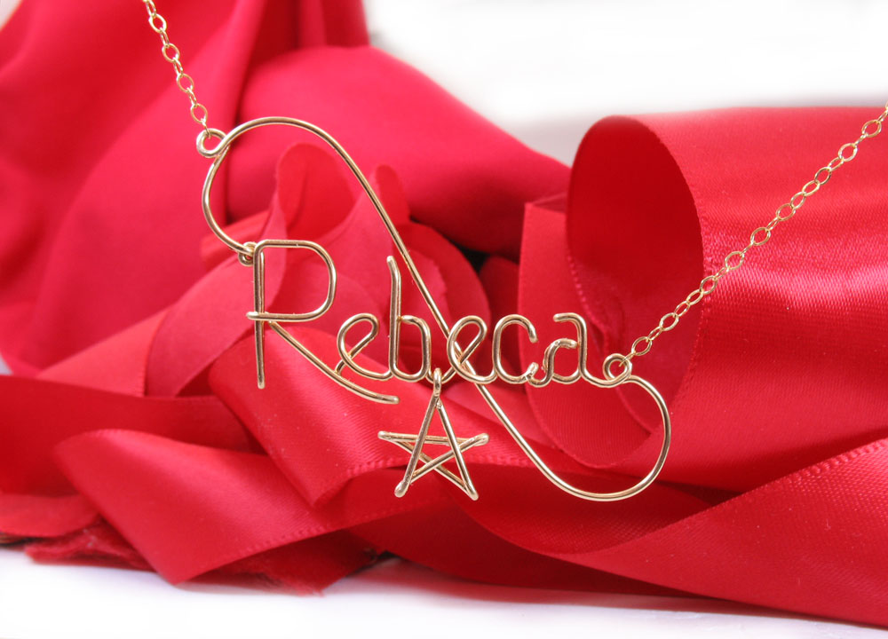 Gold wire necklace with star pendant